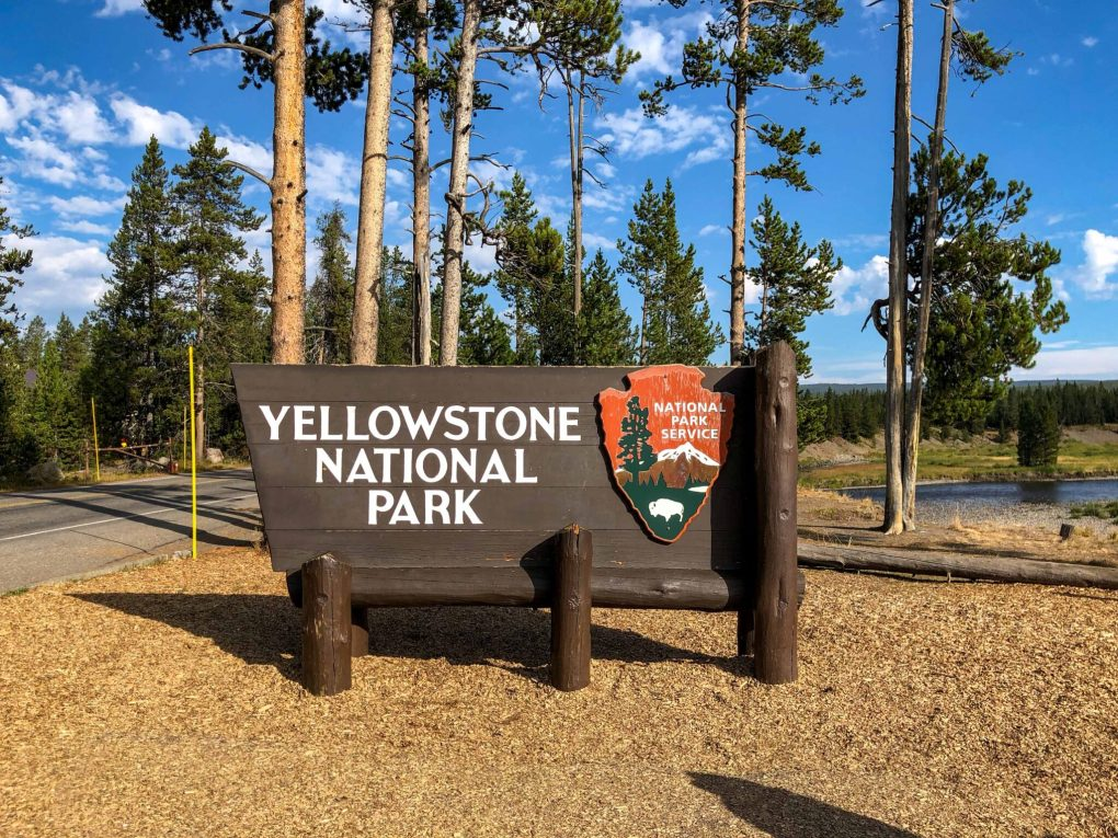 2 Days in Yellowstone: Yellowstone National Park Sign