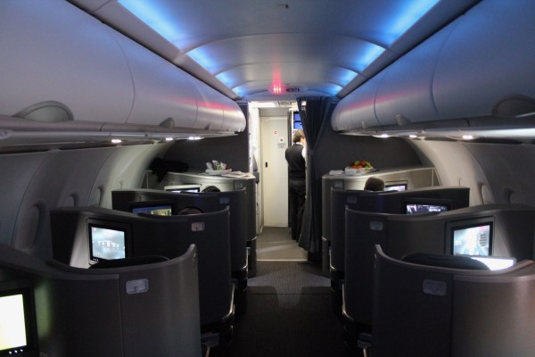 Review: American Airlines A321 First Class New York to Los ...