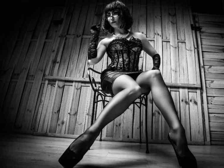 strict mistress, strict femdom