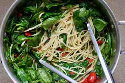 spaghetti with spinach and tomatoes