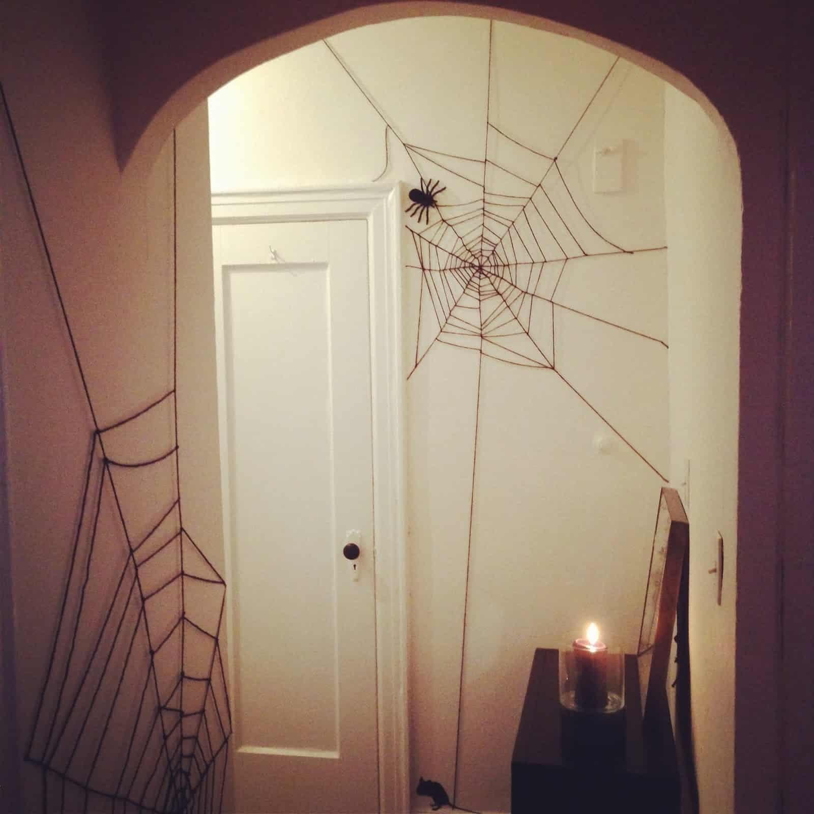 Easy DIY Creepy Halloween Decorations