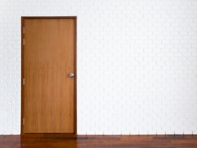 Who's At The Door?  A YeahWriteMe Microstory for #NaBloPoMo