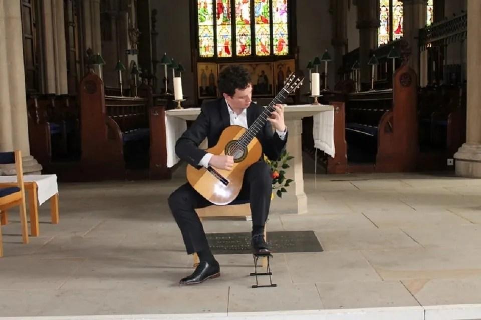 Fin – Solo Classical Guitarist