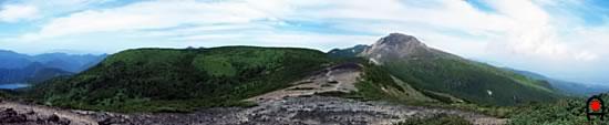 南月山から茶臼岳の写真
