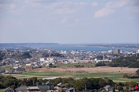 地球が丸く見える丘展望館から霞ヶ浦方面の写真