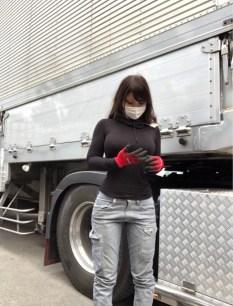 巨乳トラック運転手