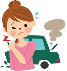 女性がパトカーに轢かれてる