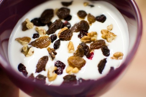 yoghurt-fruit-nuts-walnut-raisins-breakfast-food