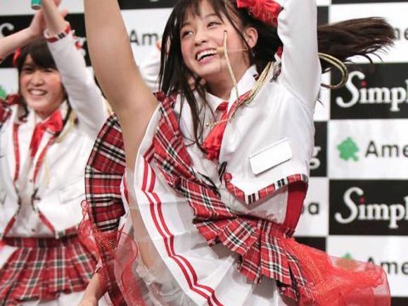 超人気美少女アイドル橋本環奈がAmebaの会見場でダンス中にハイキックでパンツ見えまくり画像