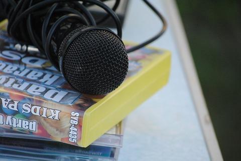 microphone-788561_640