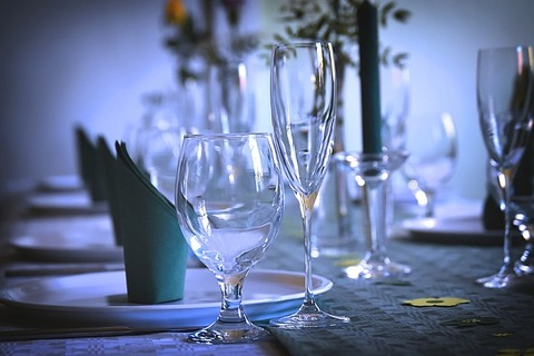 gedeckter-table-3604064_640