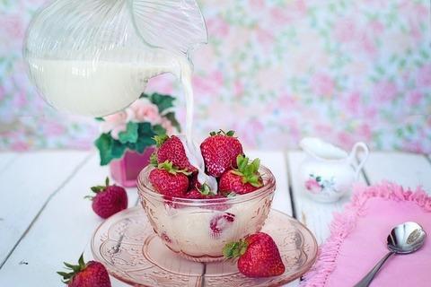 strawberries-2550024_640