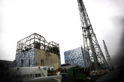 左から福島第一原発1号機、2号機(小原)
