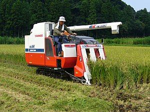 300px-Rice-combine-harvester,_Katori-city,_Japan
