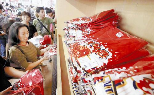 広島ビールかけTシャツ爆発的人気