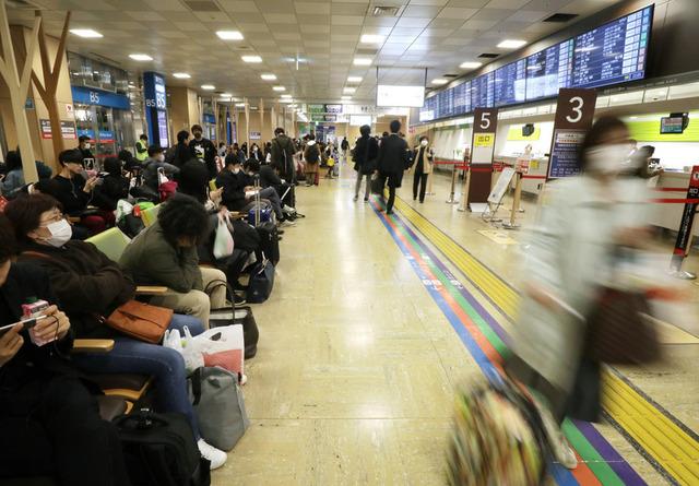 東京上京若者新型コロナウイルス地元に帰る