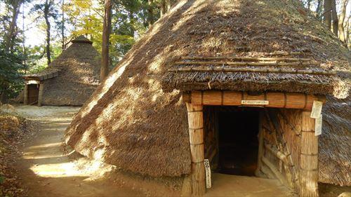 縄文時代の住居を再現_R