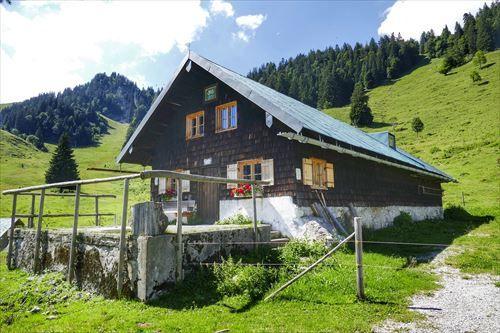 hut-3577923_1280_R
