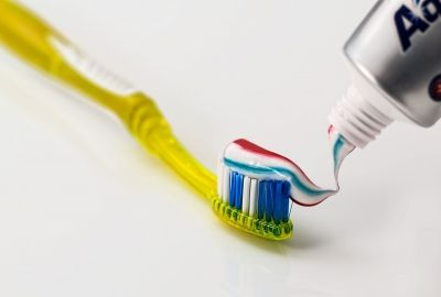 toothbrush-571741_1920_(1)-400x270-MM-100