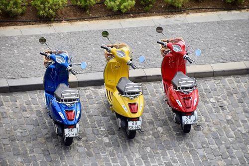-vespa-piaggio-motorcycles-bikes-red-yellow-blue_R