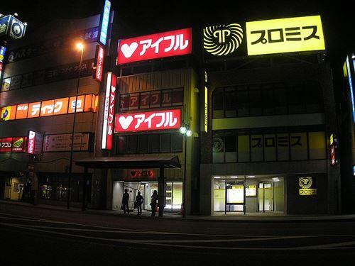800px-Sarakin,サラ金、消費者金融雑居ビル、北海道6170117_R