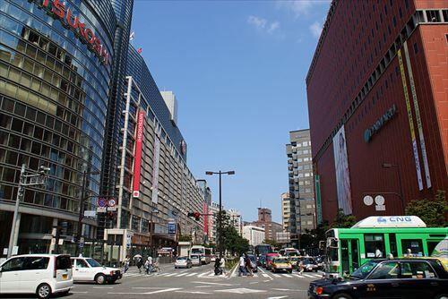 800px-Fukuoka_City_-_Watanabe-dori_Avenue_-_01_R