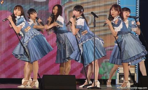 【AKB48】ヘビロテで本来センターにいるべき人の場所にマイクスタンドが置かれていた