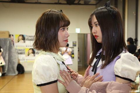 【画像】石田優美と古賀成美がお互いのぱいおつを触り合う【NMB48】