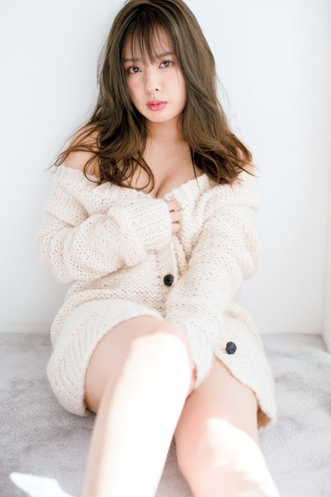 【朗報】元NMB48山田菜々、月めくりカレンダーでエロエロボディを大胆披露