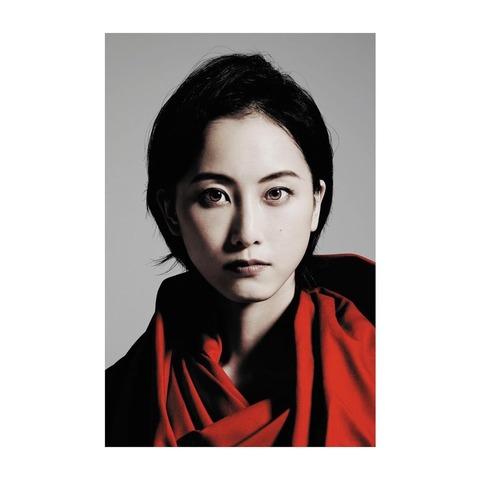 吉田羊さんが松井玲奈を語る「どこにいても、誰といても、何をしても、ブレない人」
