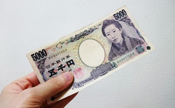 コンビニでお釣り5000円多く貰ってラッキーって帰ろうとしたら