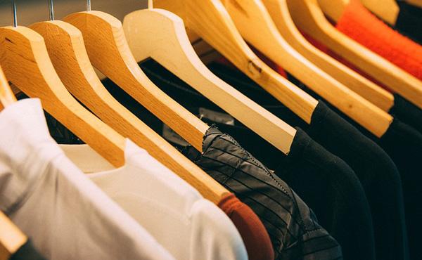 ワイ「このシャツええな!試着もしてサイズもピッタリや!持ち合わせの服にも合う!さてお値段は…」