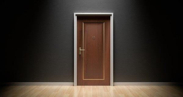 door-1587023_640