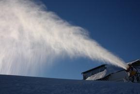 snow-cannon-999308_960_720-e1479475013766