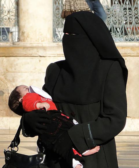 Woman_in_niqab,_Aleppo_(2010)