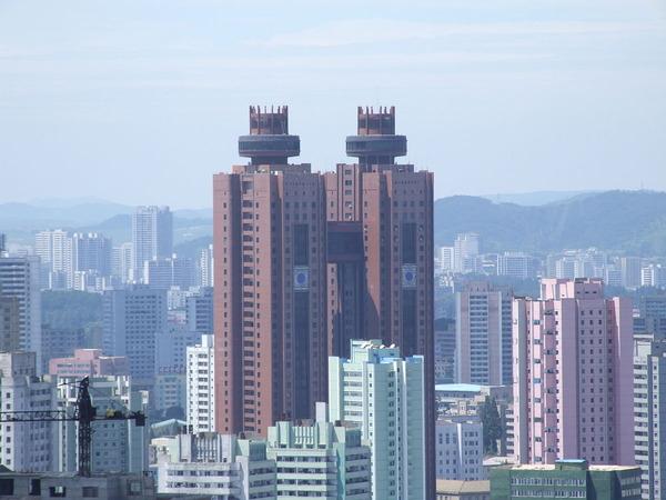1200px-Views_from_Yanggakdo_International_Hotel_08