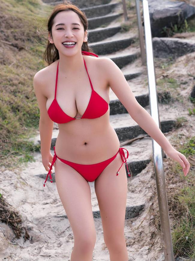 都丸紗也華 グラビア (32)