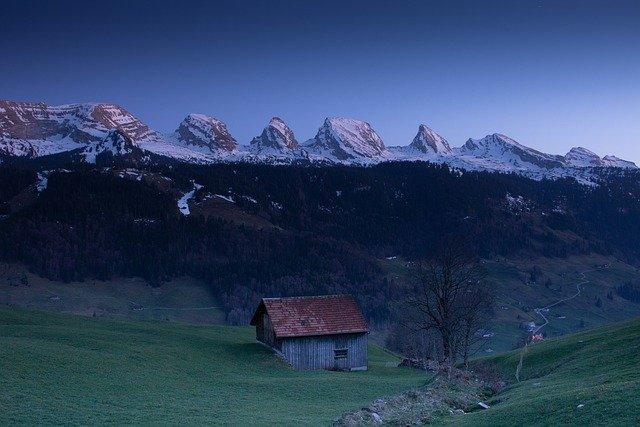 mountains-5055387_640
