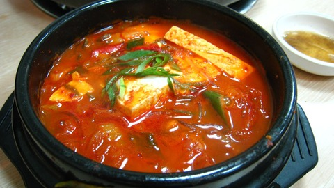 Korean_stew-Kimchi_jjigae-01