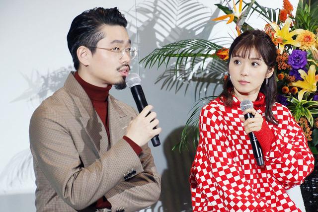 新番組でMCを務めるロックバンド「OKAMOTO'S(オカモトズ)」のハマ・オカモトさん(左)、女優でタレントの松岡茉優さん(右)