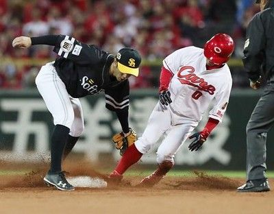ソフトバンクの甲斐、光った強肩=プロ野球・日本シリーズ