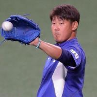 【中日】きょう移籍後初先発の松坂、緊張の面持ちで球場入り