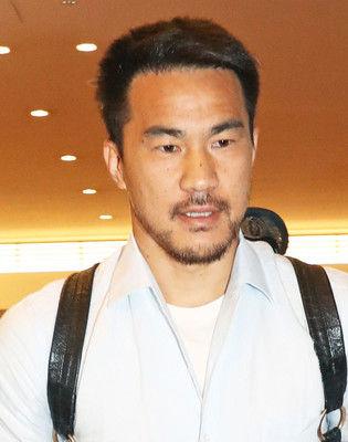 岡崎、1月中の移籍を断念「あと半年レスターで勝負する」