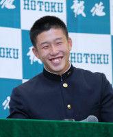 【ドラフト】広島1位の報徳・小園「すごくホッとしました」菊池に弟子入り志願