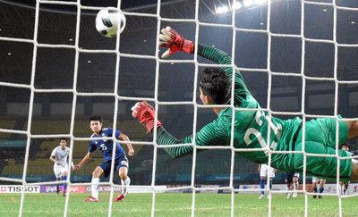 終了間際にPK獲得、マレーシアに勝利し8強サッカー