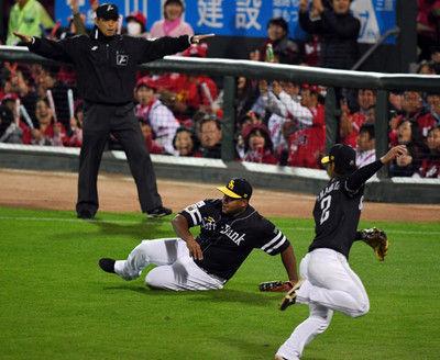 ソフトバンク「左翼デスパ」の攻撃布陣が裏目広島が完勝で日本シリーズ先勝