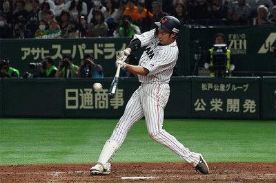 【日米野球】侍ジャパン、柳田の劇的逆転サヨナラ2ランで白星発進バックスクリーンに豪快弾