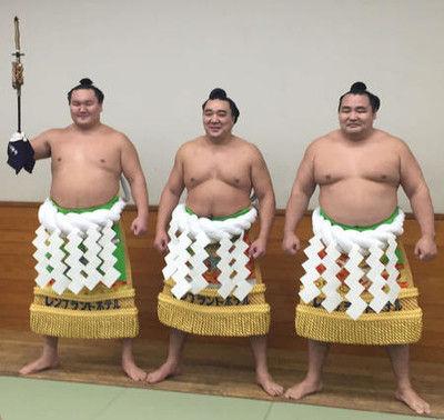 日馬富士鶴竜、白鵬従え「最後の土俵入り」