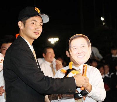 大阪桐蔭・横川、巨人4位指名「貢献したいなと」