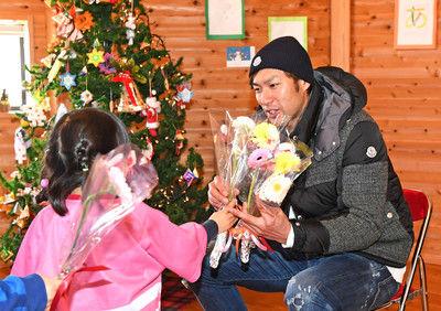ソフトB柳田サンタ、39発で1170万円寄付「子どもたちのおかげ」